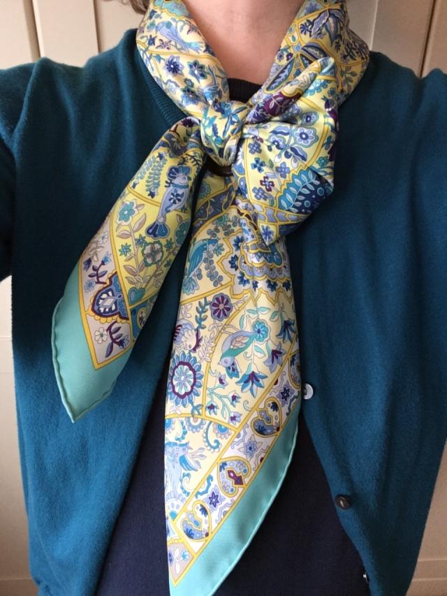 Au Pays des Oiseaux Fleurs - Hermès - in a half-bow knot