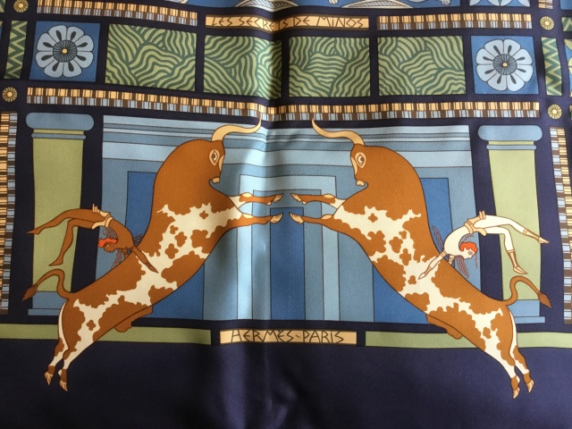 Scarf of the moment les secrets de minos the librainretired amazing bull leapers on the scarf fandeluxe Choice Image